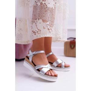 Krásné dámské stříbrné sandály na platformě s pletencem