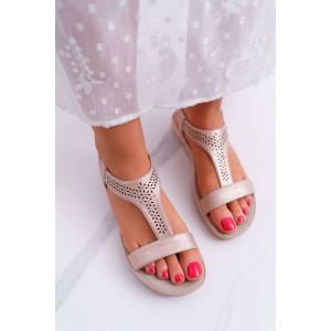 Světle růžové dámské sandálky na nízké podrážce s ozdobnými květinami