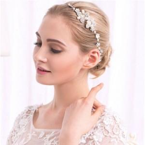 Dámská korunka do vlasů na svatbu ve stříbrné barvě