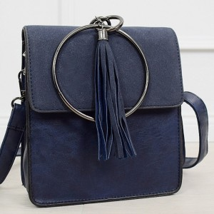 Moderní dámská tmavě modrá kabelka s trendy kovanou úchytkou do ruky