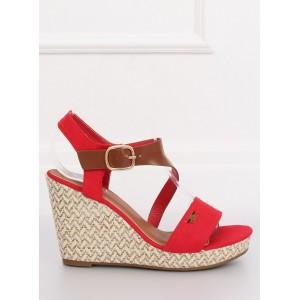 Letní dámské sandály červené barvy na platformě