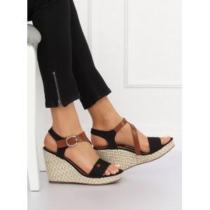 Elegantní letní sandály černé barvy na platformě