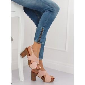 Pohodlné dámské sandály v růžové barvě na módním plném podpatku