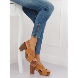 Stylové dámské hnědé sandály dřeváky s druky na vysokém podpatku