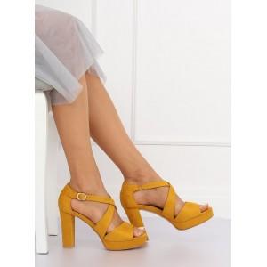 Stylové dámské letní žluté sandály na platformě s řemínkem