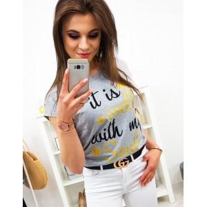 Moderní dámské tričko v šedé barvě s potiskem