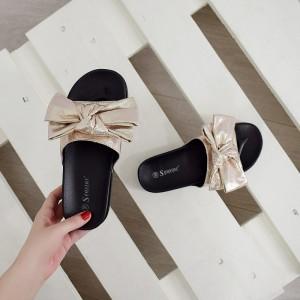 Dámské moderní pantofle ve zlaté barvě
