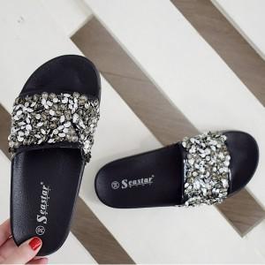 Dámské pantofle s kamínky ve stříbrné barvě