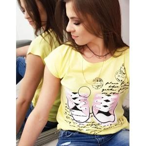 Dámské triko žluté s krátkým rukávem s trendy potiskem tenisek