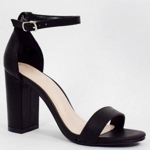 Elegantní dámské černé sandály na módním vysokém podpatku