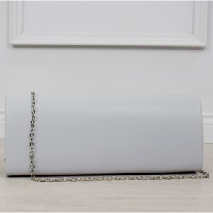 Společenská dámská kabelka do ruky se stříbrným řetízkem