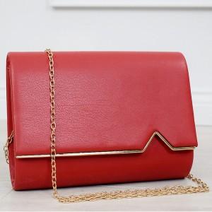 Krásná červená kabelka se zlatou řetízkem a zlatým lemem