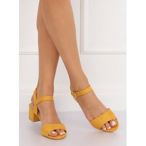 Elegantní dámské sandály na nízkém podpatku ve žluté barvě