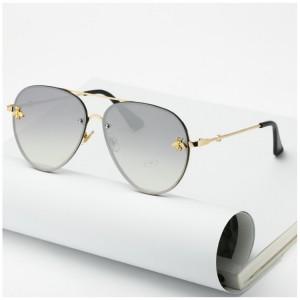 Šedé dámské sluneční brýle se zlatým kovovým rámem