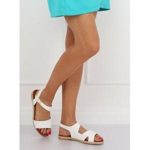 Bílé dámské sandály na nízké podrážce s asymetrickým designem