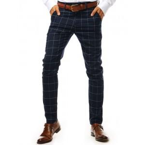 Moderní pánské slim kalhoty v tmavě modré barvě se vzorem kára