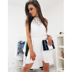 Trendové šaty bílé barvy s dekorativní výšivkou na výstřihu