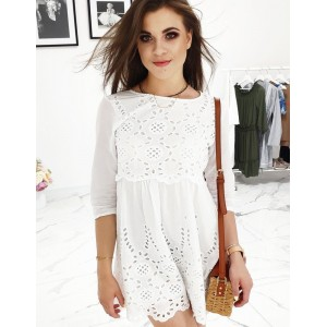 Bílé dámské šaty s azurovou výšivkou