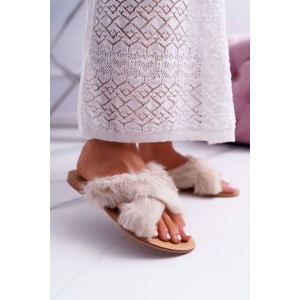 Bílé dámské pantofle s chlupatým vzorem
