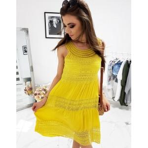 Krásné dámské žluté letní šaty s kulatým výstřihem s výšivkou