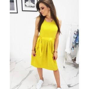 Stylové dámské letní šaty ve žluté barvě s bočními kapsami a stuhou