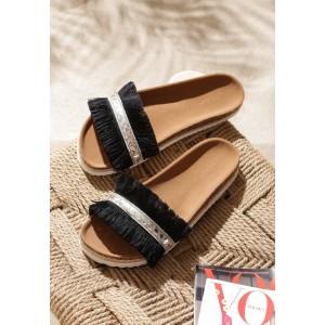Moderní dámské pantofle na léto v černé barvě