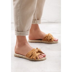 Dámské pantofle s třásněmi v hnědé barvě
