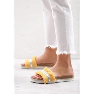 Moderní dámské pantofle ve žluté barvě