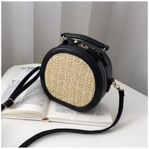 Dámská pletená kabelka v černé barvě na rameno