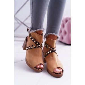 Stylové dámské sandály v camel barvě s trendy pásy a na plném podpatku