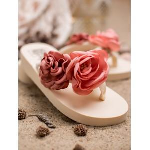 Trendy dámské béžové žabky s výraznými růžovými květy