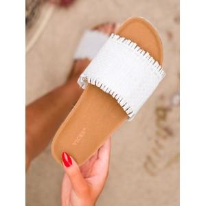 Krásné bílé dámské dřeváky pantofle na platformě s pletencem