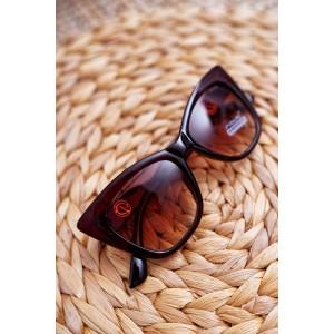 Moderní dámské hnědé sluneční brýle se zlatou ozdobou na rukojeti