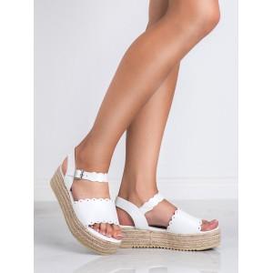Dámské bílé sandály na vysoké rovné pletencový platformě