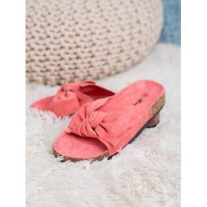 Moderní dámské semišové nazouváky korálové barvy na korkové podrážce