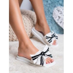 Sportovní dámské bílé pantofle na platformě s ozdobnou mašlí LOVE