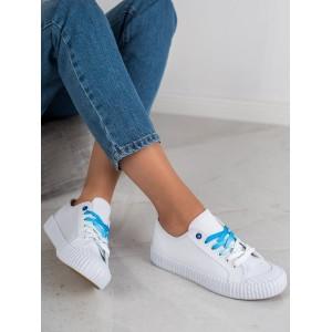 Bílé dámské tenisky s barevnými tkaničkami