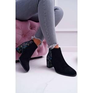 Stylové dámské kotníkové boty černé barvy s ornamentem
