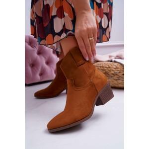 Trendy dámské kotníkové kozačky na podpatku v módní camel barvě