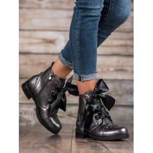 Stylové kotníkové boty šedé barvy s elegantním vázáním