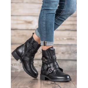 Dámské kotníkové boty stříbrné barvy s ozdobnými přezkami