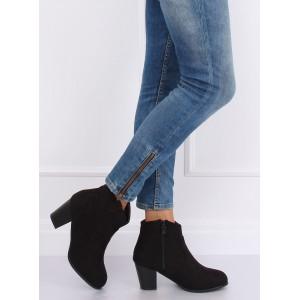 Semišové kotníkové boty černé barvy se zaoblenými špičkami