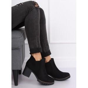 Zateplené dámské kotníkové boty na platformě černé barvy