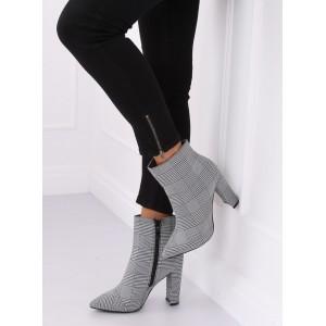 Dámská kotníčková obuv s unikátním kostkovaným vzorem