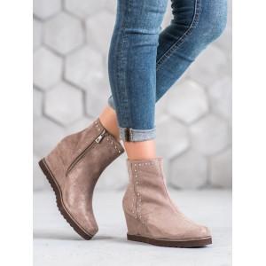 Originální pudrově růžové dámské kotníkové boty na platformě