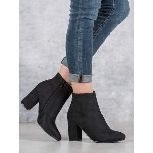 Elegantní dámské černé kotníkové kozačky na podpatku s designovým zipem