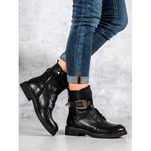 Dámské černé kotníkové boty na zimu s ozdobnou velkou přezkou