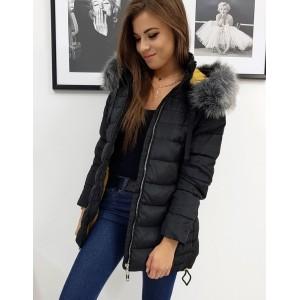 Dámská černá prošívaná bunda na zimu s kapucí bohatou kožešinou