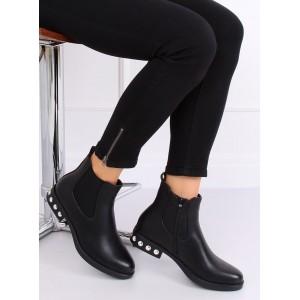 Dámské černé kotníkové boty na nízkém podpatku
