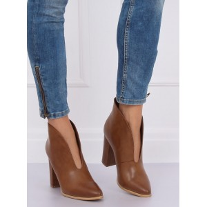Hnědé dámské kotníkové boty na jaře